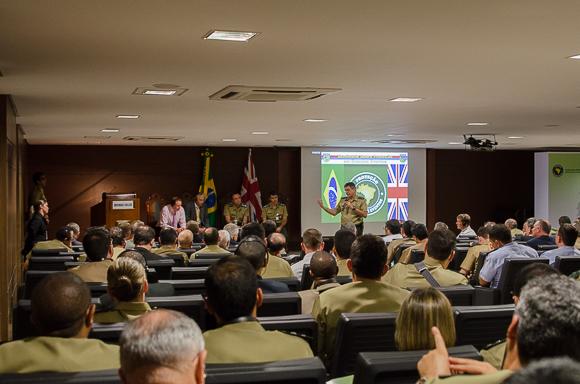 Ciclo de palestras entre brasileiros e britânicos promove a troca de experiências. (Imagem: Leonardo Ferro)