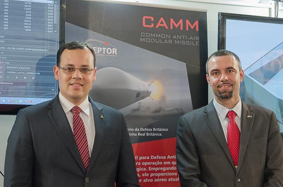 Eduardo Avila, da Avibras, e Ricardo Mantovani, da MBDA. (Imagem: Leonardo Ferro)