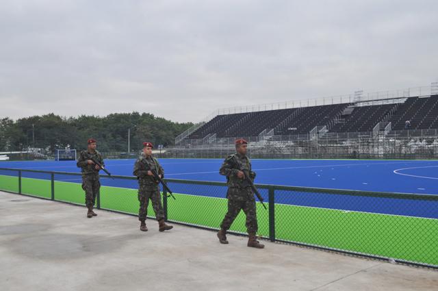 Grande parte do exercício foi desenvolvido em locais de grande circulação de atletas ou no interior dos espaços de competição. (Imagem: Bda Inf Pqdt)