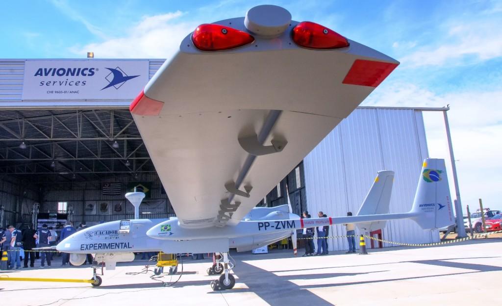 O Caçador tem uma envergadura de 14 metros que fornecem sustentação extra devido ao perfil aerodinâmico das asas. As missões podem ser voadas até nove quilômetros de altitude. (Imagem: Roberto Caiafa)