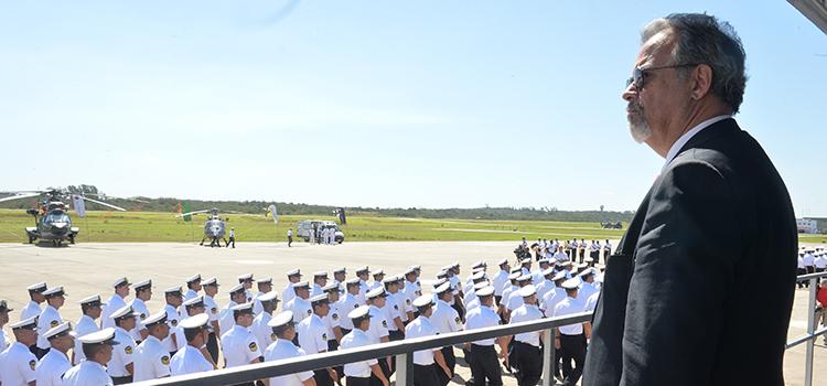 No palanque, Jungmann iniciou discurso onde destacou a participação da Força Naval nos Jogos Olímpicos. (Imagem: Tereza Sobreira/MD)