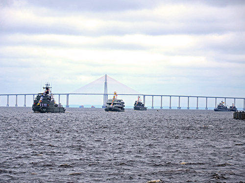 A BRACOLPER também tem o propósito de fortalecer e estreitar os laços de amizade e fraternidade entre os três países. (Imagem: Marinha do Brasil)