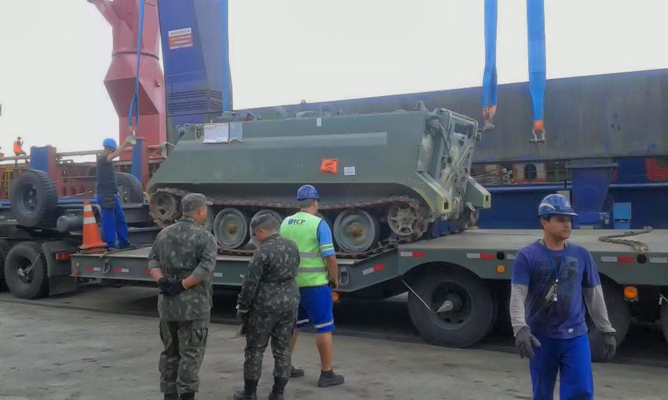 Viatura blindada M-113 (Imagem: Porto de Paranaguá/Exército Brasileiro)