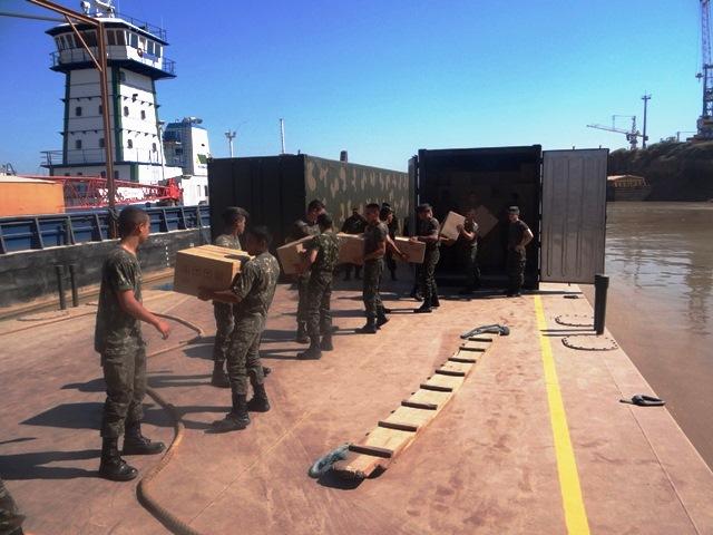 A missão consistiu no deslocamento de comboio do ECT para Porto Velho (RO) e no transporte de cargas pelo Rio Madeira. (Imagem: 17ª Bda Inf Sl)
