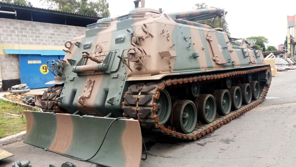 Um dos M88 A1 já revisado e pintado nas cores do EB, está sendo avaliado no PqRMnt/5 (Imagem: EB/TC Vinicius Correa Damaso)
