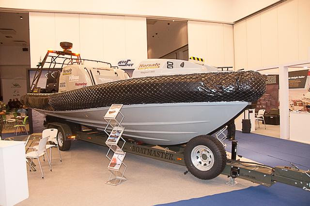 Magnum 850 fast boat