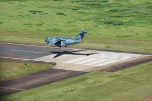 1_KC-390_Landing_01