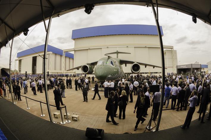 Convidados puderam conferir de perto as dimensões da aeronave. (Imagem: Leonardo Ferro)