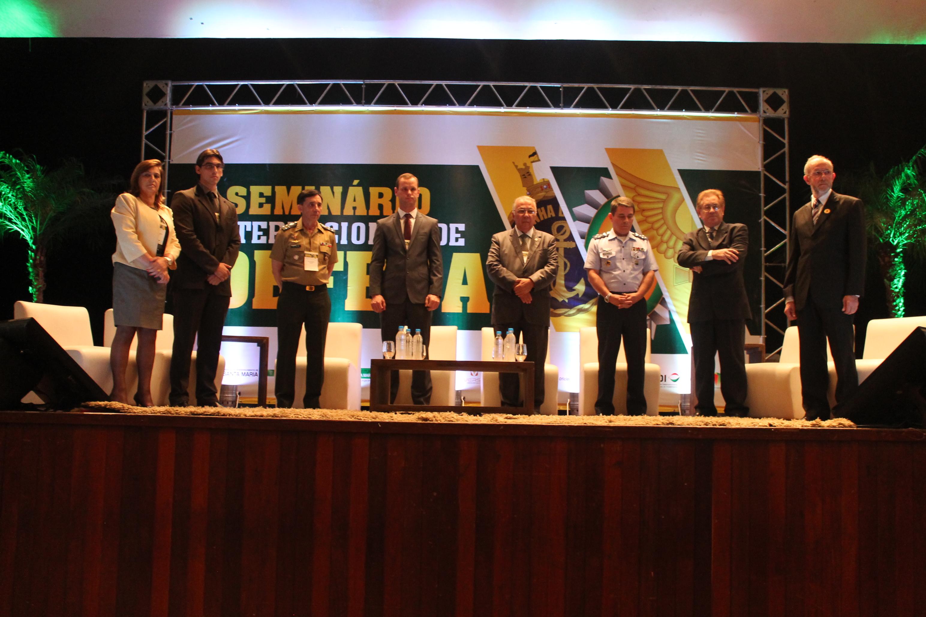 Autoridades na abertura do Seminário Internacional de Defesa (Imagem: Marielle Flores)