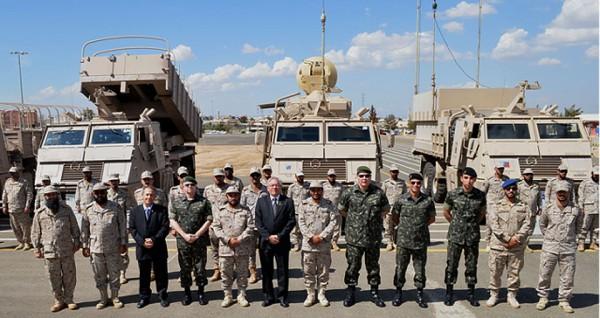 Delegação Brasileira em visita ao Comando de Artilharia do Exército Saudita. (Imagem: Centro de Doutrina do Exército).