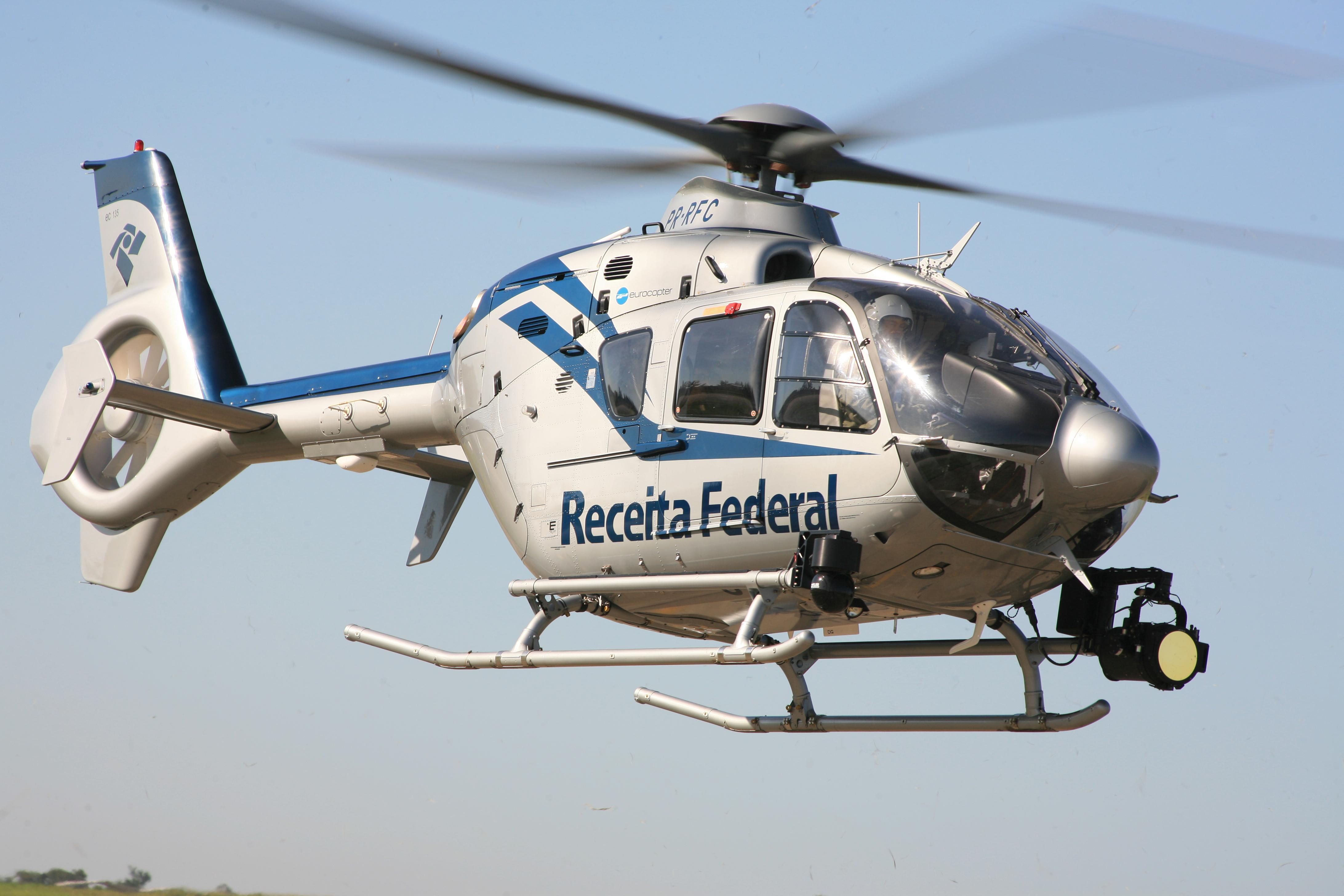 O EC135 T2+ ampliou a eficácia da Receita Federal na região de fronteira do Brasil com Paraguai e Argentina. (Imagem: Helibras)