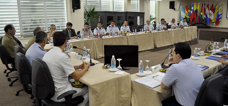 Representantes dos 12 países membros da Unasul se reuniram em Salvador. (Imagem: Ministério da Defesa)