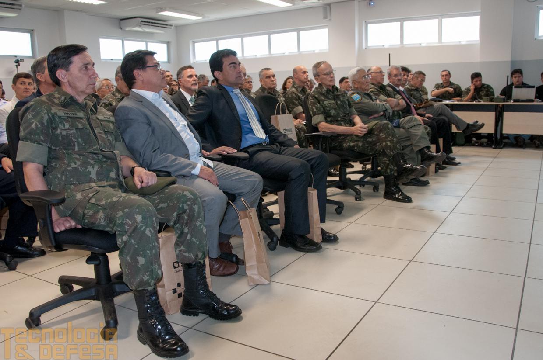 Militares assistem palestra ministrada pelo comandante do CMO. (Imagem: Roberto Caiafa)