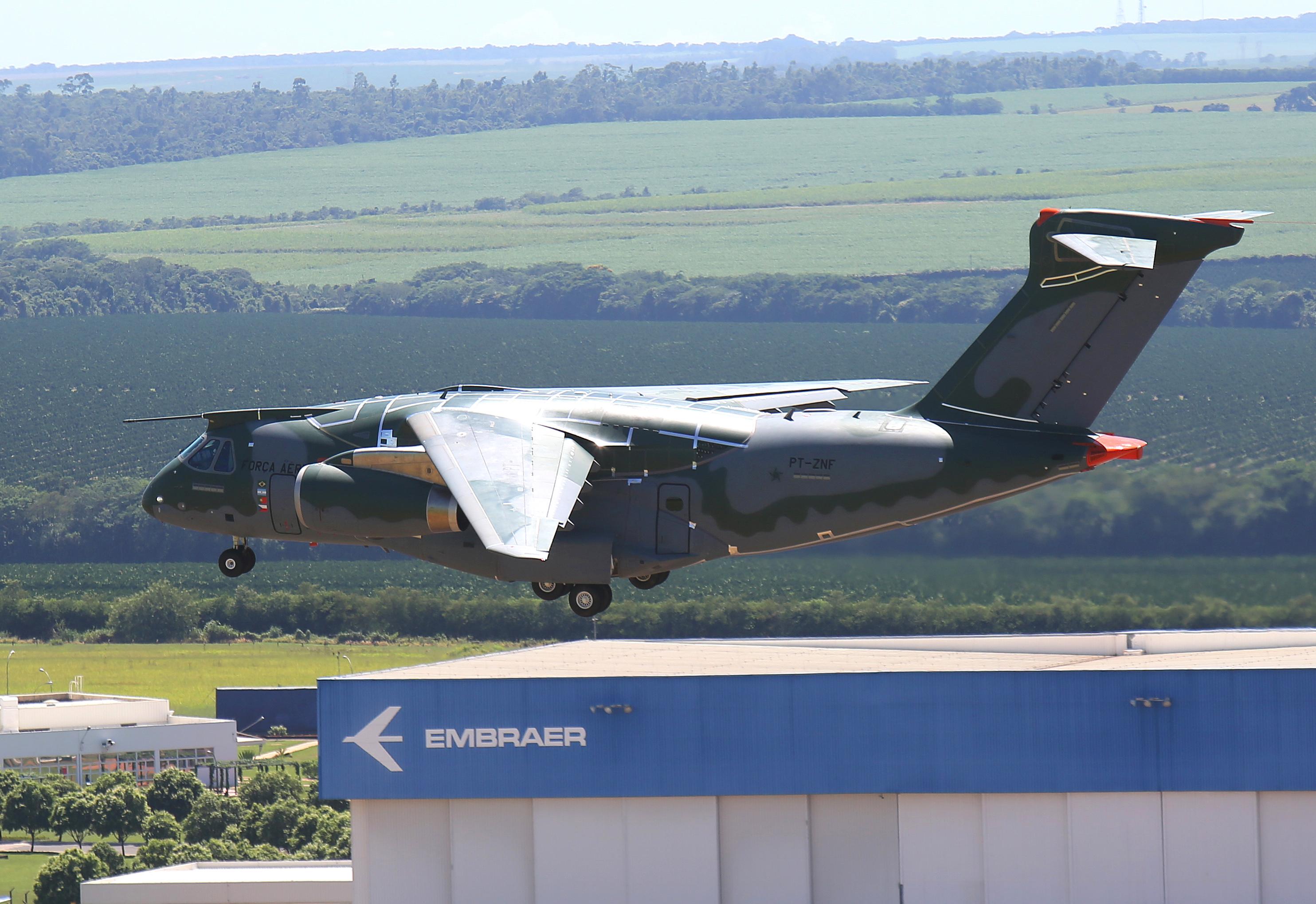 Foto 1 KC-390-Certif.