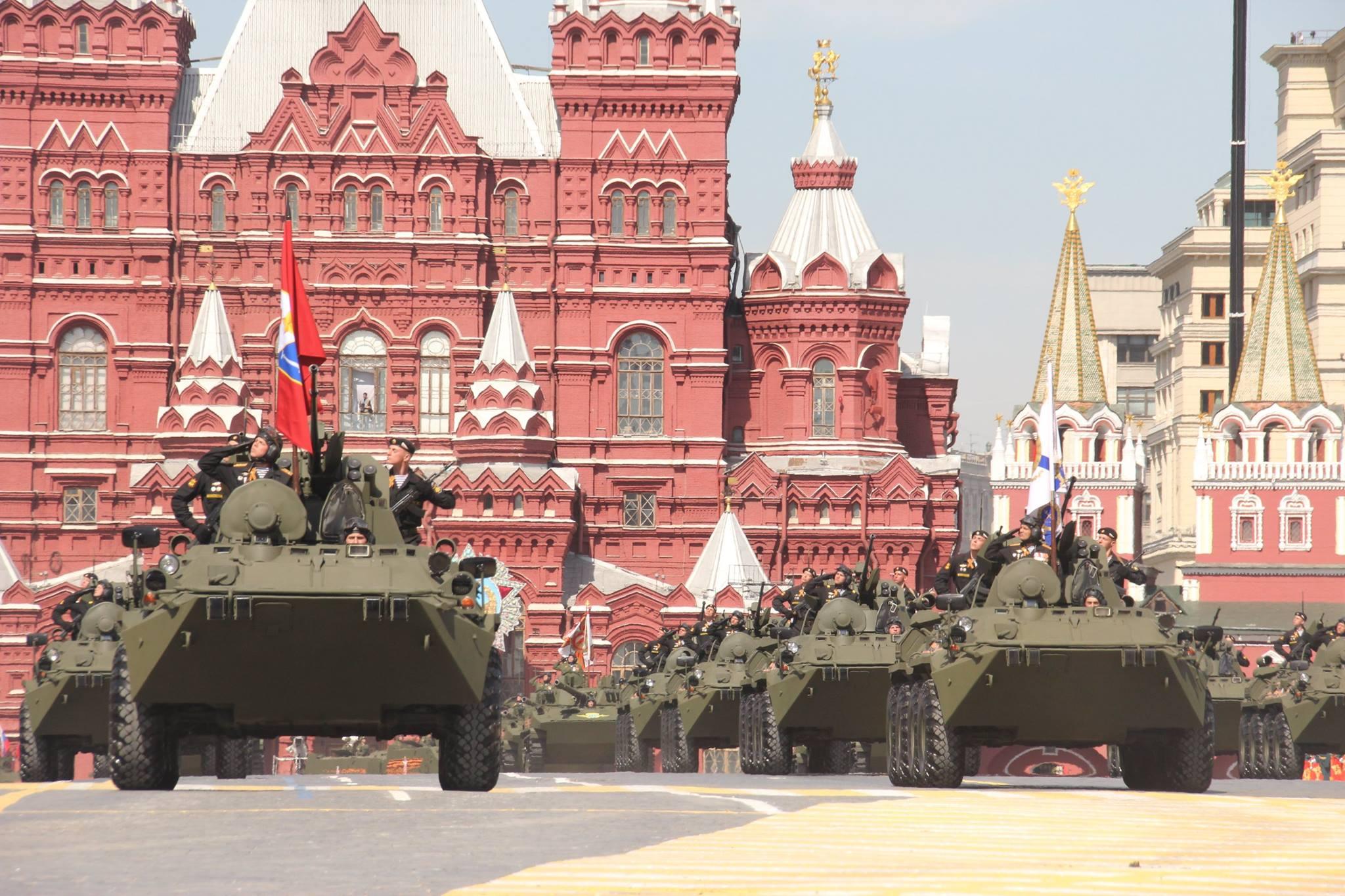 blindados 8x8_desfile_moscow_plinio_lins