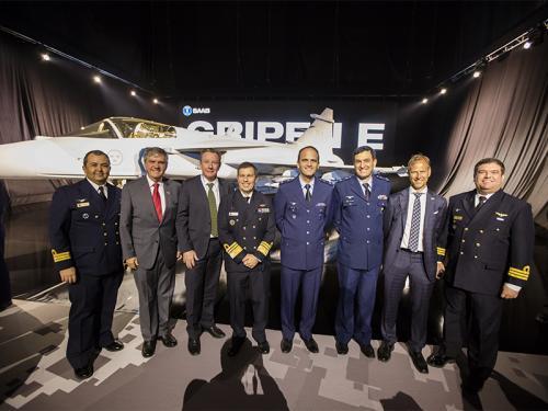 Comitiva da MB junto a representantes da empresa sueca SAAB e da COPAC (Imagem: Marinha do Brasil)