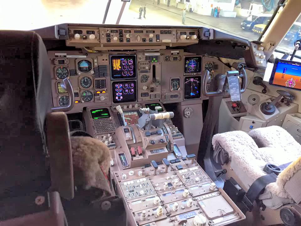 Painel do cockpit do FAB 2900 (Imagem: Agência Força Aérea)
