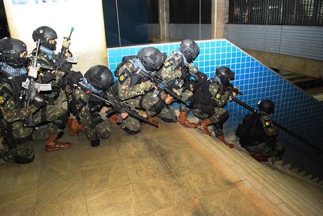 Simulação de combate a ações terroristas. (Imagem: CMP)