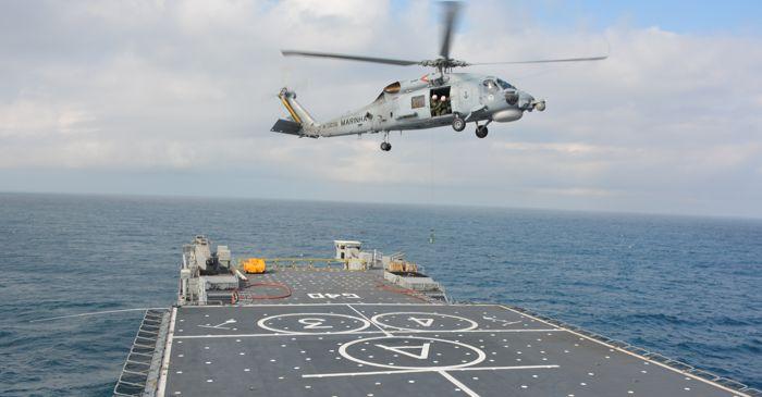 Primeiras operações aéreas de um MH-16 a bordo do NDM Bahia. (Imagem: Marinha do Brasil)