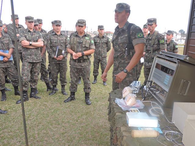 Durante a Operação Sisson militares do Exército tiveram contato com recentes tecnologias aplicadas em artilharia. (Imagem: AD5)