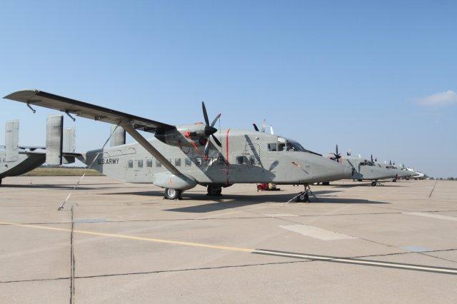 A frota de C-23B Sherpa retirada de serviço no US Army encontra-se estocada em condições de voo (23 exemplares) em Fort Sill, Oklahoma. (Imagem: US Army)