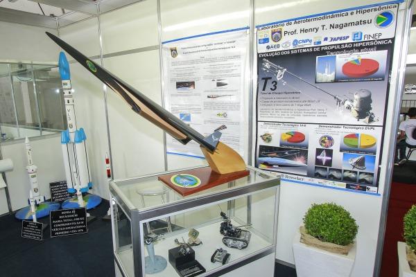 O demonstrador 14-X foi desenhado para alcançar velocidades 10 vezes superior a do som. (Imagem: Agência Força Aérea)
