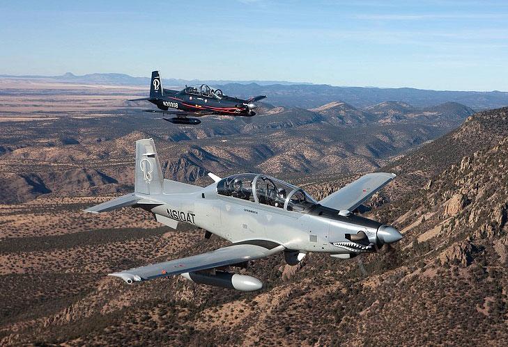 Além de treinador, o T-6C possui provisões para missões armadas. (Imagem: Beechcraft)