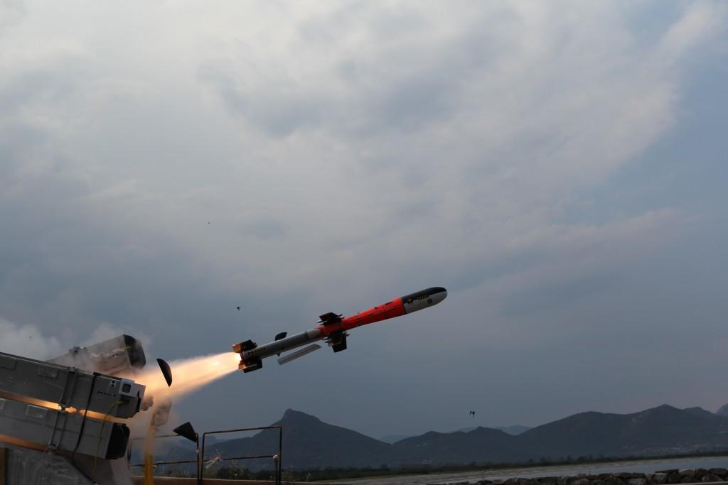 Disparo de míssil anti-navio. (Imagem: MBDA)
