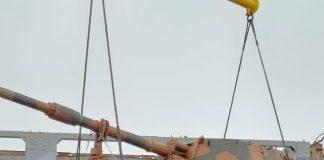 32 obuseiros autopropulsados Viaturas Blindadas de Combate Obuseiro Autopropulsado(VBCOAP)M109 A5+ BR Plusmodernizados pela BAE Systems estão sendo desembarcados pelo Exército Brasileiro no porto do Rio Grande nesta sexta feira chuvosa, dia quatro de outubro de 2019. Os trabalhos estão sendo conduzidos pela Base de Apoio Logístico do Exército(Ba Ap Log Ex), por meio daDivisão de Importação e Exportação de Material(DIEM). Junto com esses obuseiros também estão sendo desembarcados oito viaturas blindadas especiais do tipo M88, de socorro e resgate, baseadas no chassis do VBC CC M60.