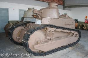 Renault FT.17 canhão Puteaux 37 mm.