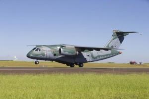 1_KC-390_Take_Off_02